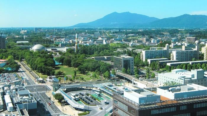 1200px-Tsukuba_Center_&_Mt.Tsukuba01